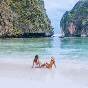 http://www.awaylands.com/story/a-glory-day-sailing-in-koh-phi-phi-thailand/