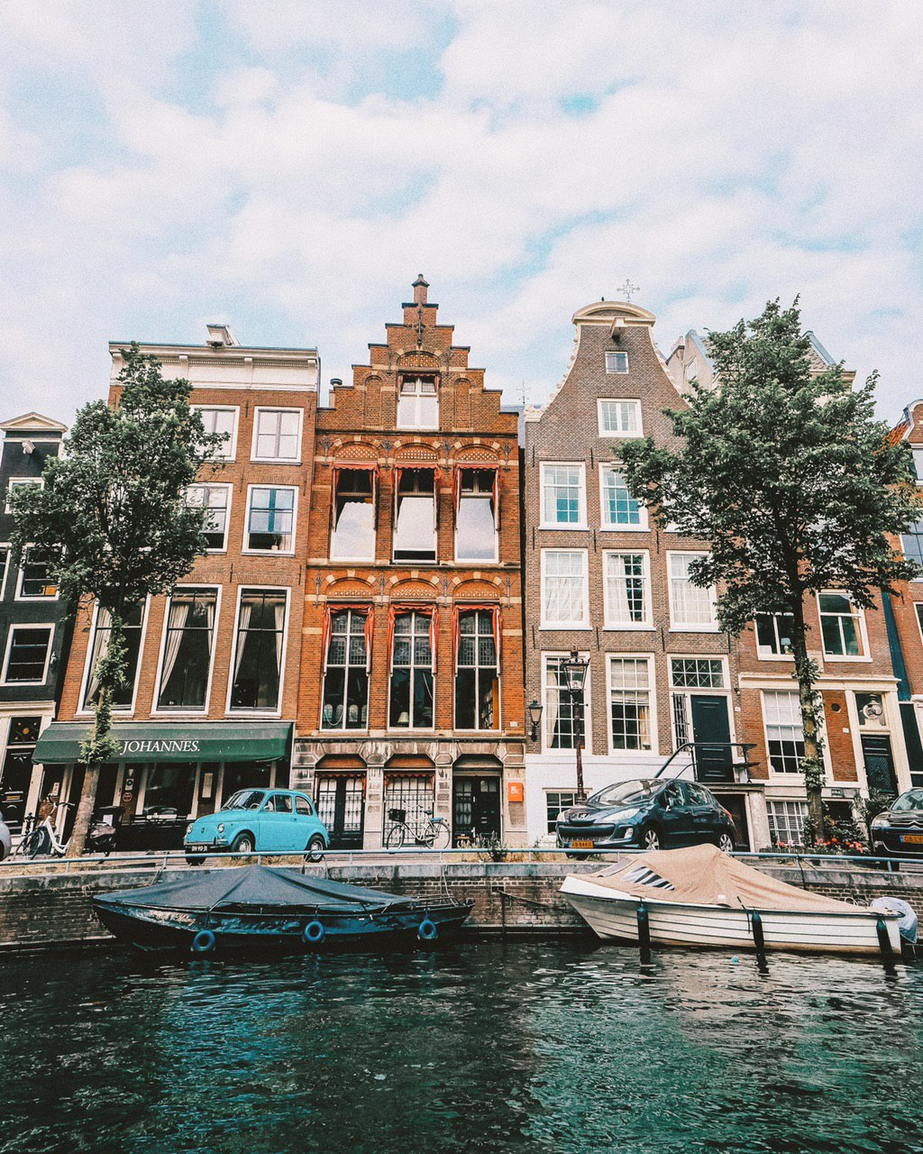 Virtual Tour: View from the canal of Amsterdam, The Netherlands