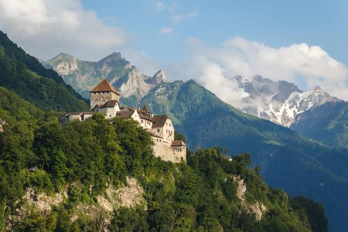 Europe Virtual Tour: Schloss Vaduz in Liechtenstein
